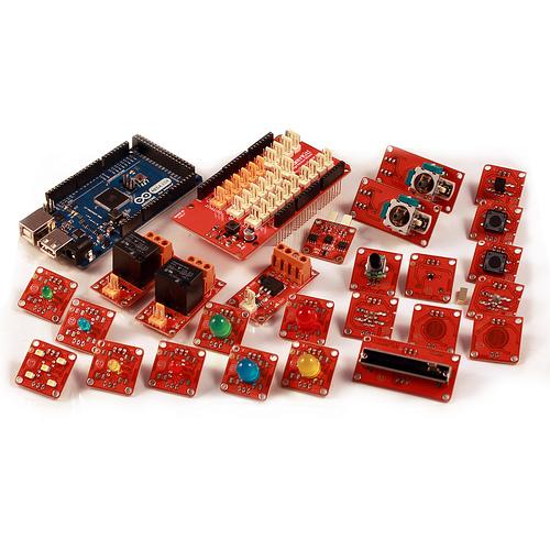 Arduino a Tinker Kit. Jednoduchý způsob jak si pohrát s elektronikou. (Zdroj: Arduino.cc)