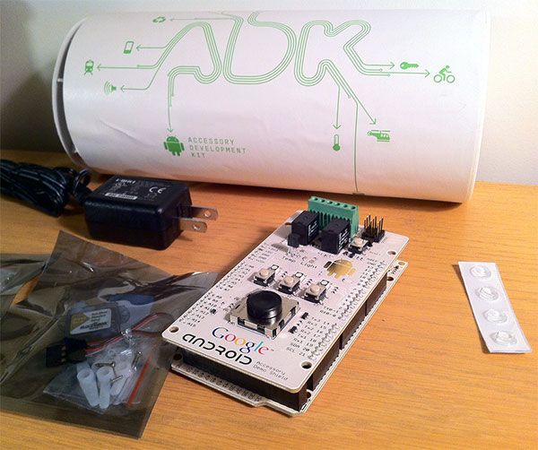 Vývojová deska Android ADK založená na Arduinu. (Zdroj: makezine.com)