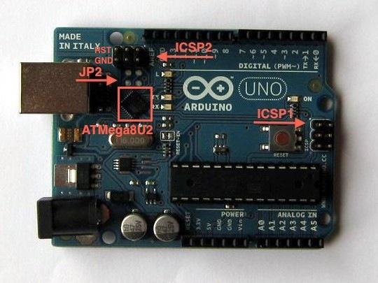 ICSP konektory a ATMega8U2 na Arduino Uno rev 2.