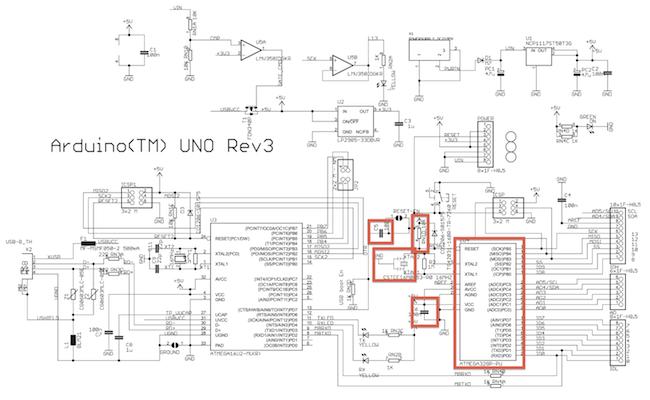 Z celého zapojení oficiálního Arduina využijeme jenom 6 součástek.