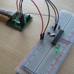Arduino na nepájivém poli.