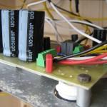 Detail DPS. Šroubovací svorkovnice jsou zelené.