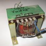 Transformátor pro napájení elektronek. Jeden sekundár je žhavení.