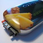 Hotový zdroj v krabičce od vitamínů.