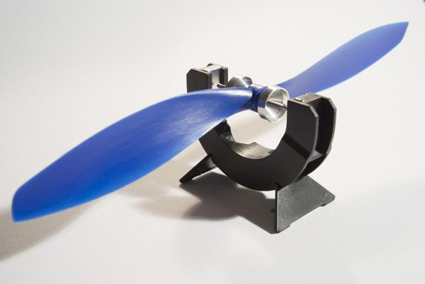 Magnetické udělátko na vyvažování vrtulí.