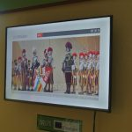 Uživatelské rozhraní pro výběr hry, zobrazení otázek a skóre hráčů.