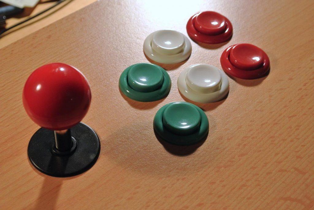 Test layoutu tlačítek a joysticku.