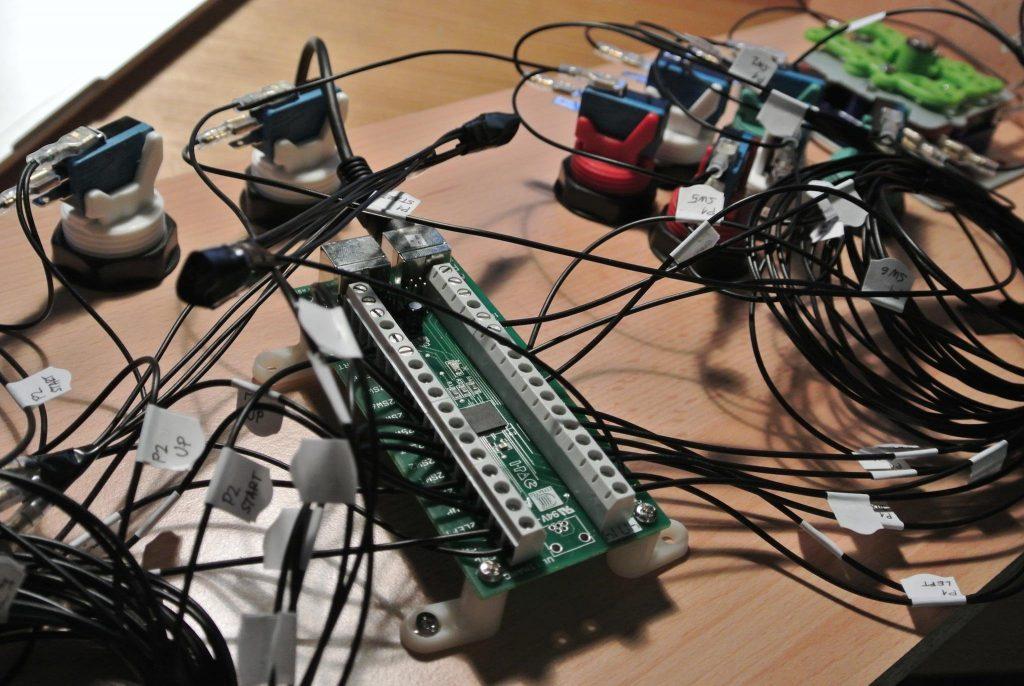 Test zapojení všech tlačítek a joysticku do desky I-PAC.
