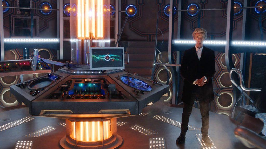 Konzole TARDIS a 12. Doctor ze seriálu Doctor Who (zdroj: web BBC)